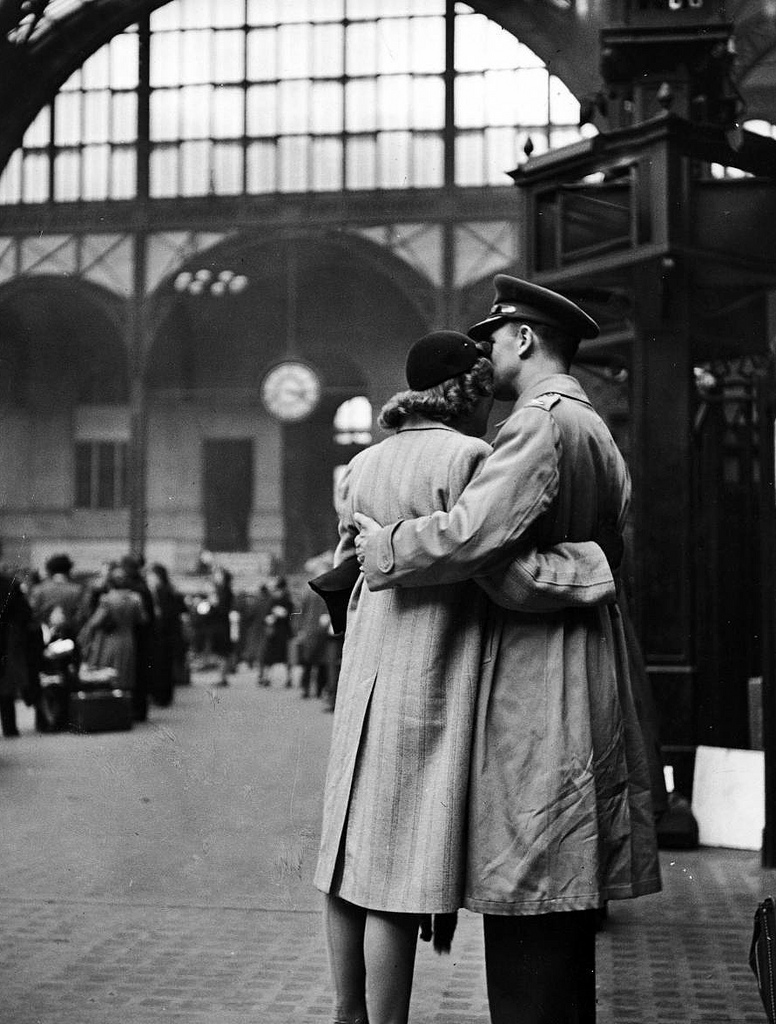 soldier-embracing-his-girlfriend-while-saying-goodbye-in-pennsylvania-station-before-returning-to-duty-after-a-brief-furlough-1944