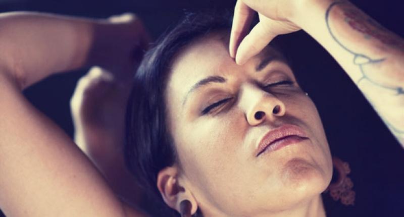 woman-touching-her-third-eye-with-hand-mudra-on-shutterstock-800x430