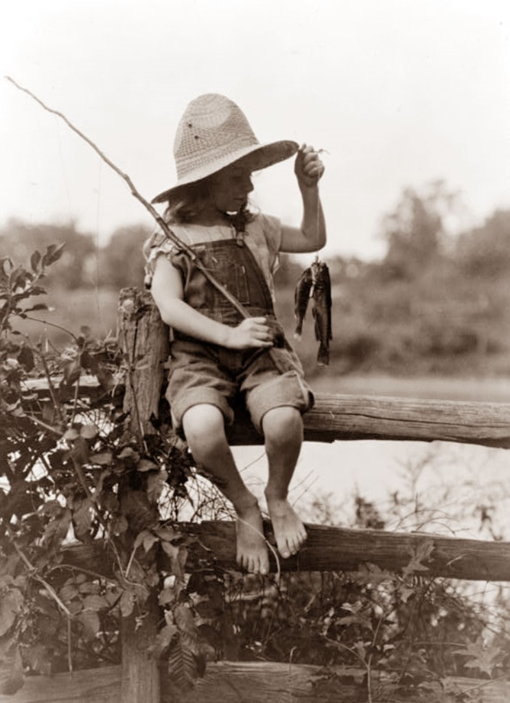 girl-fishing